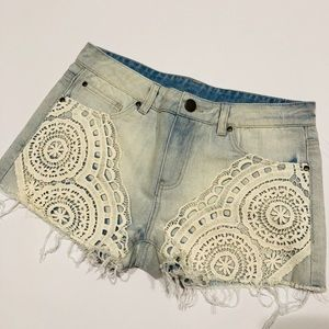 🤳 Tinsel jeans embroidered shorts NWT 28